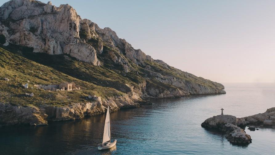 A franciák a nyaralóhelyeken is kérhetik az oltást
