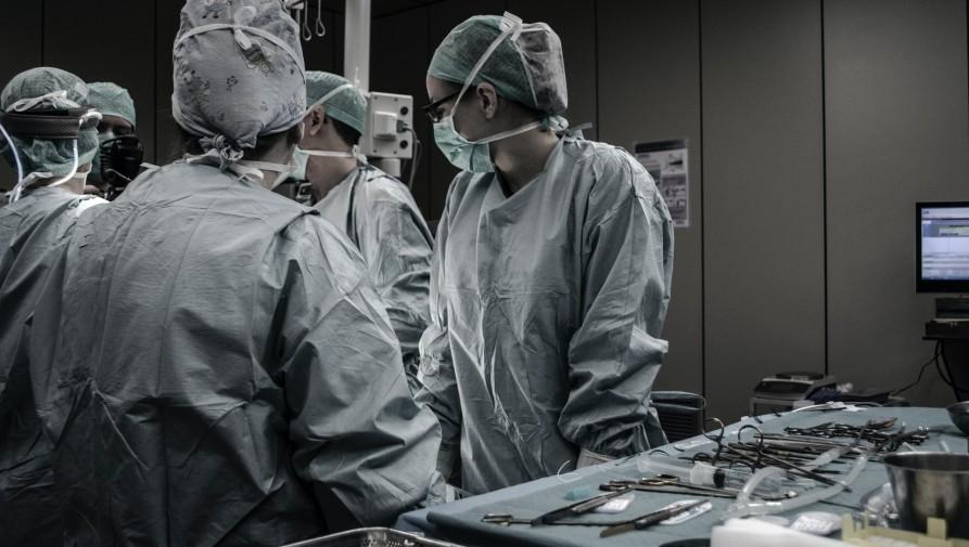 A világjárvány és a béremelés sem állította meg Romániában az orvoselvándorlást