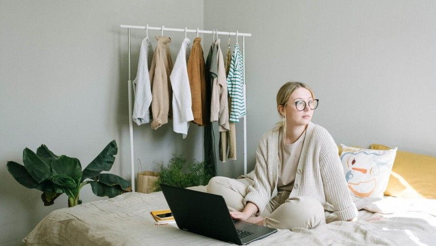 Egyelőre átmeneti rendeletek szabályozzák az otthoni munkavégzést