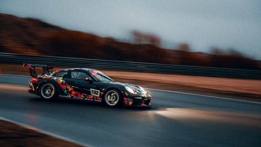 Támogatási rendszert hoznak létre a tehetséges autó- és motorversenyzőknek