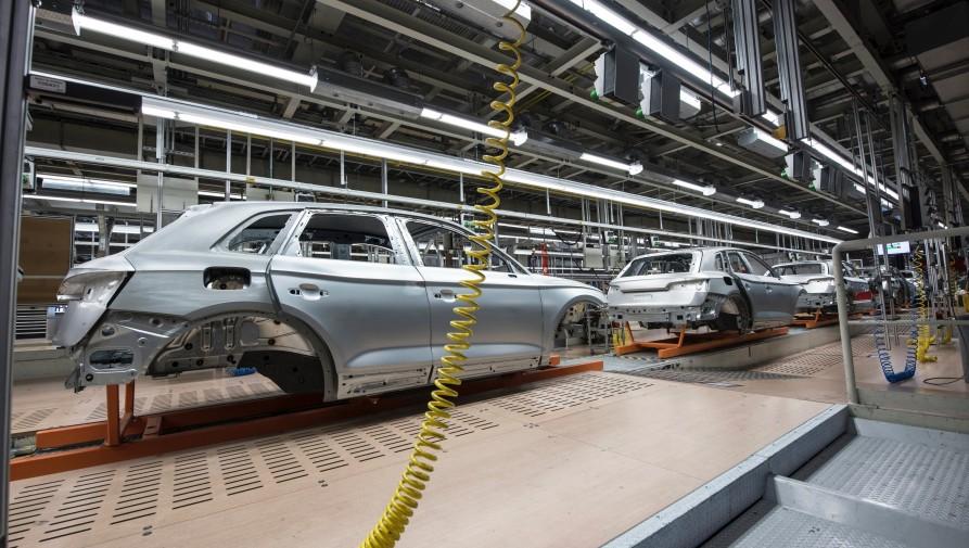 Az alkatrészhiány miatt ismét áll a termelés a Mercedes-gyárban